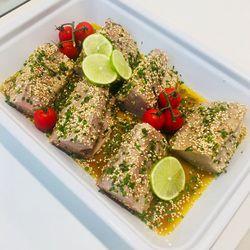"""Suggestion du jour : dos de bonite, sauce """"fraîcheur"""" Teriyaki, citron vert, sésame et ciboulette, riz basmati"""