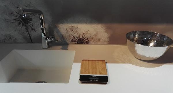 Balance de cuisine en bambou Pebbly - image 1