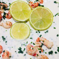 Suggestion du jour : gratin de ravioles aux écrevisses, petits pois, citron vert et fines herbes