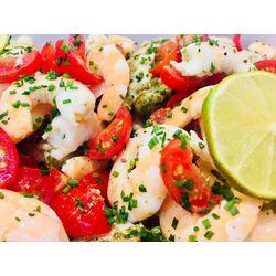 Suggestion du jour : terre-mer de blanc de poulet et belles crevettes au pesto et tomates fraîches, tagliatelles maison