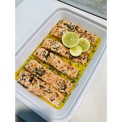 Suggestion du jour : dos de saumon, citron vert, ciboulette et piment d'Espelette