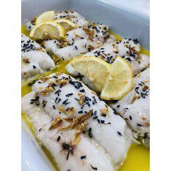 Suggestion du jour : dos de merlu au citron, lavande et oignons crispy, riz basmati